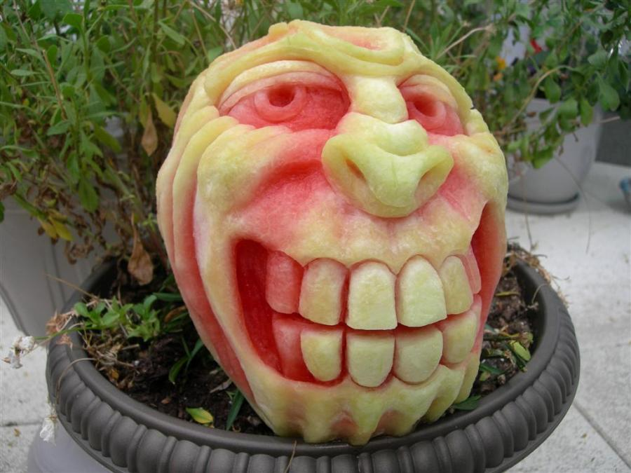 monster-grin-watermelon-carving